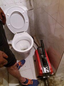 отпушване на тоалетна в домашни условия